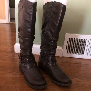 Brown wide calf white Mountain Boots